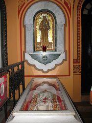 Рака с мощами святой Елизаветы в церкви Марии  Магдалины.